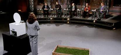 Lorelei Hepburn facing CBC's Dragons Den with her product, the Nemaglobe